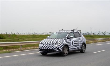 Xe điện VinFast VF e34 bắt đầu lăn bánh chạy thử trên đường phố Việt Nam