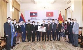 Việt Nam hỗ trợ khẩn cấp Lào hơn 2 triệu USD và vật tư y tế để chống dịch Covid-19
